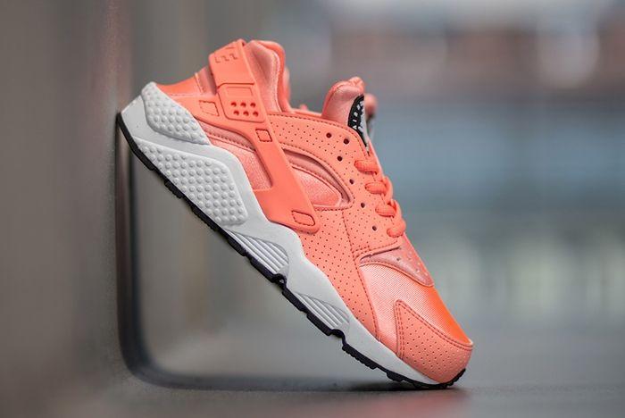Nike Air Huarache Atomic Pink 1