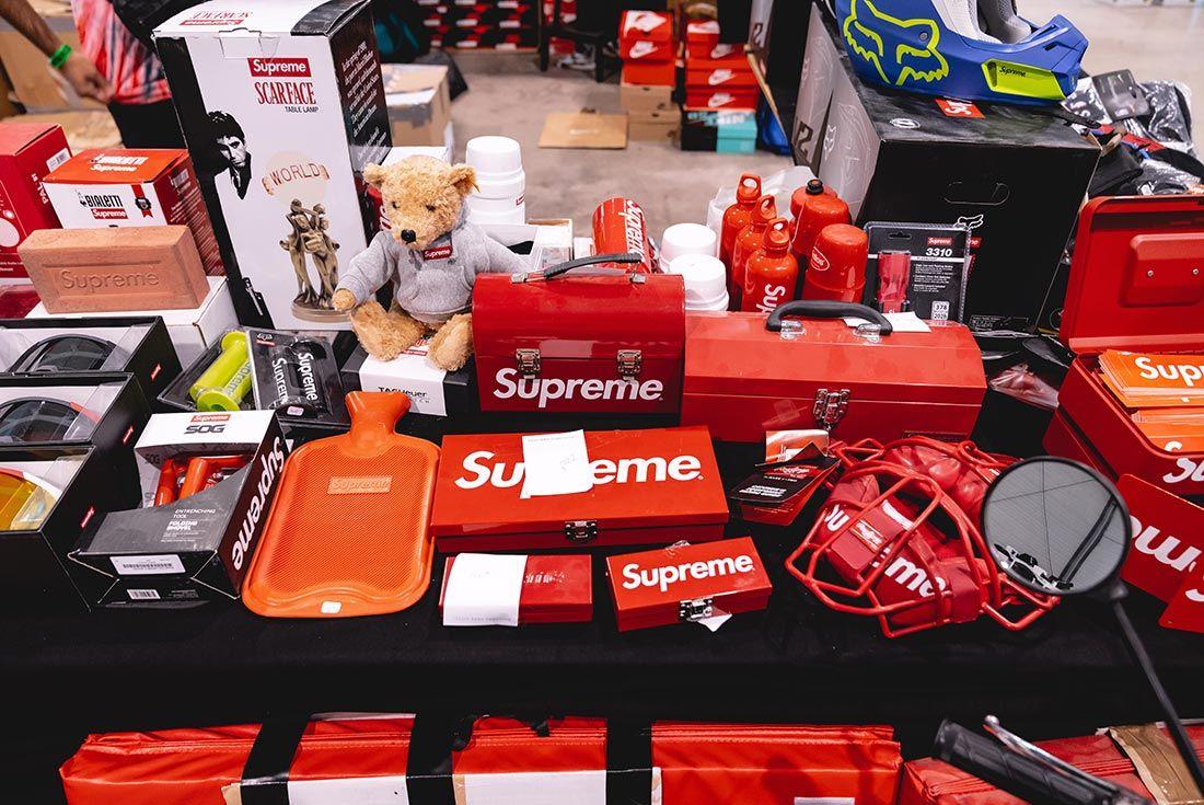 Sneakerness Paris Supreme Table
