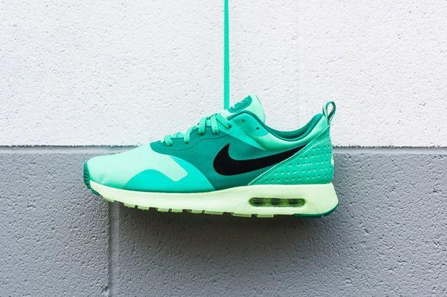 Nike Air Max Tavas Green Glow 6