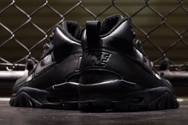 Nike Trainer Triple Black 7