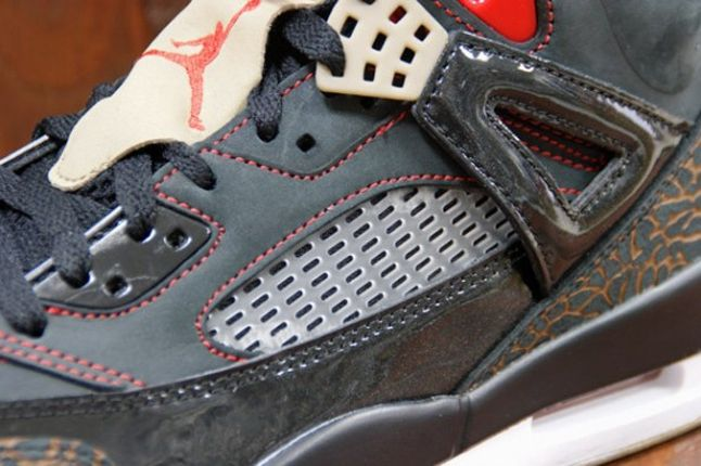 Air Jordan Spizike Blk Challenge Red Midfoot Detail 1