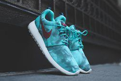 Nike Roshe Run Hyper Jade Thumb