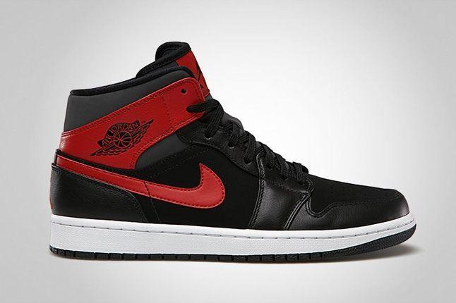 Air Jordan 1Mid Black Gymred Profile 1