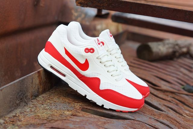 Nike Am1 Ultra Wmns Challenge Red 5