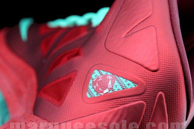 Lebron Christmas Sneaker 3