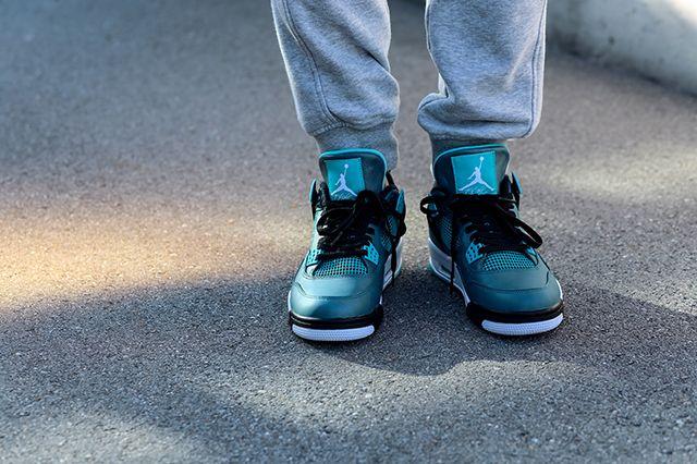Air Jordan 4 Teal On Foot 4