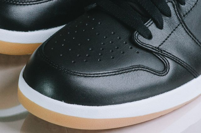 Air Jordan 1 5 The Return3