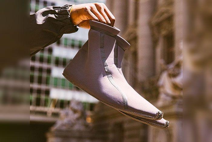 Yeezy Scuba Shoe Leak 2 In Hand