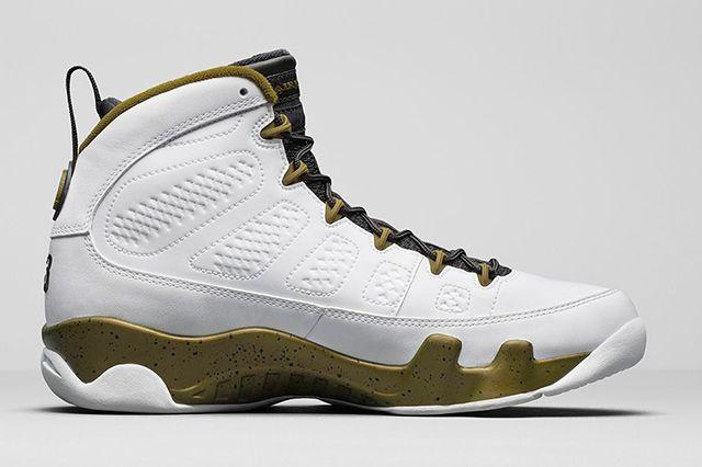 Air Jordan 9 Statue 3