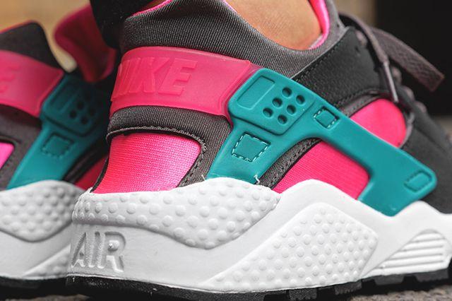 Nike Air Huarache Hyper Pink 1