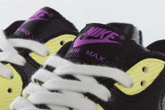 Nike Wmns Airmax90 Tongue Detail 1