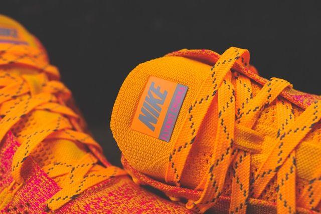 Nike Wmns Free Flyknit Chukka Atomic Mango 6