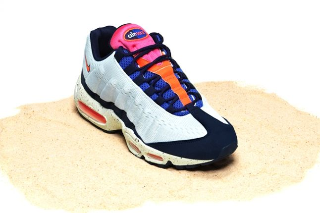 Nike Air Max Bor Pack Am95 Front Quarter 1