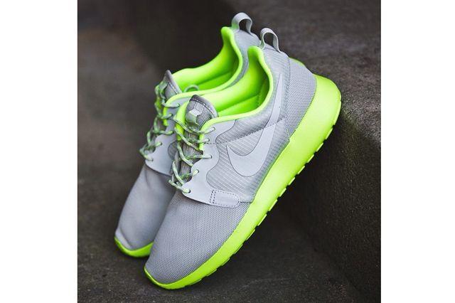 Nike Wmns Roshe Run Volt 4