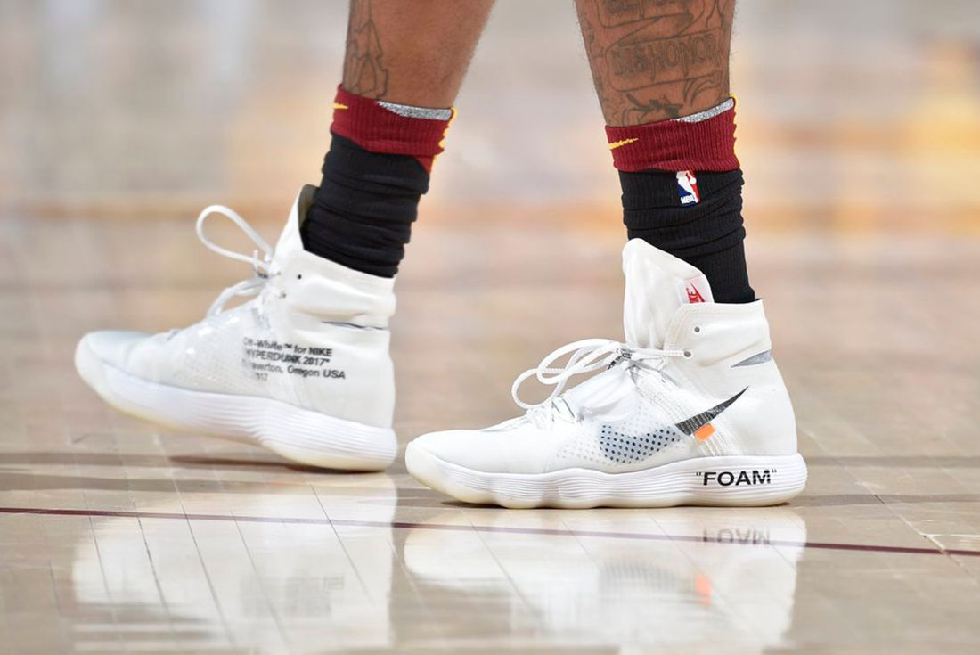off-white x nike hyperdunk on foot