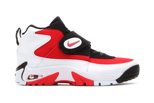 Air Mission Blkwhtred Sideview