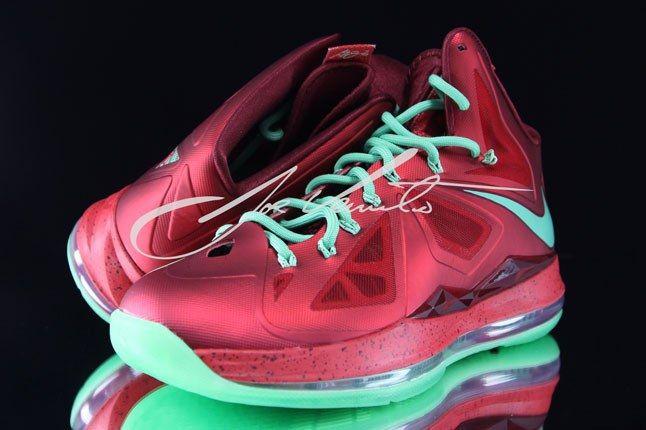 Nike Lebron Christmas Sneaker 1