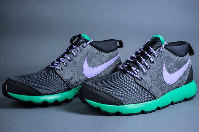 Nike Roshe Run Trail Stadium Green Swoosh Side Pair 1