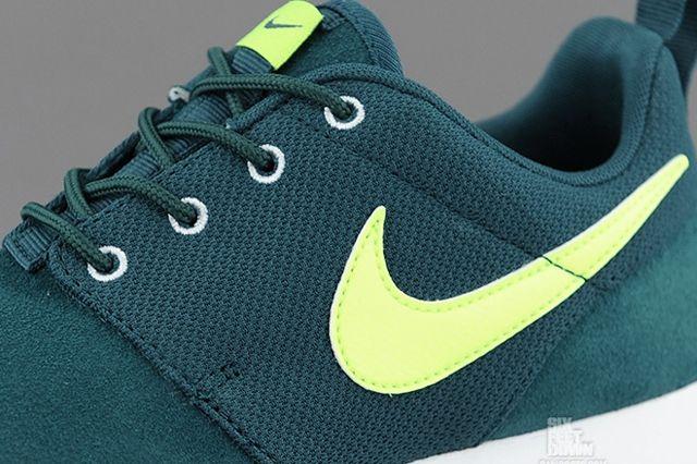 Nike Roshe Run Dark Sea Volt Swoosh