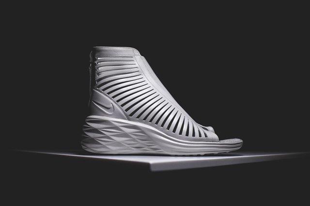 Nike Wmns Sandiator Sky Hi 1