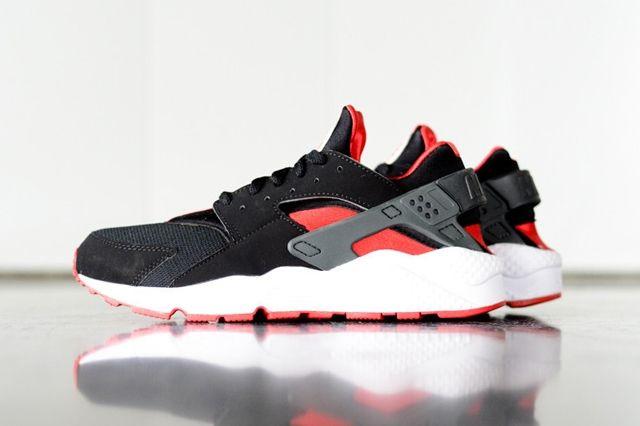 Nike Huarache Black Uni Red Bumper Thumb