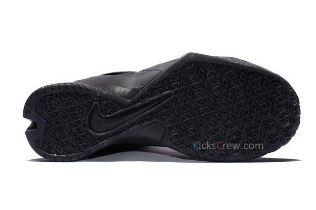 Nike Zoom Soldier Viii Prm Black Metallic Gold 1
