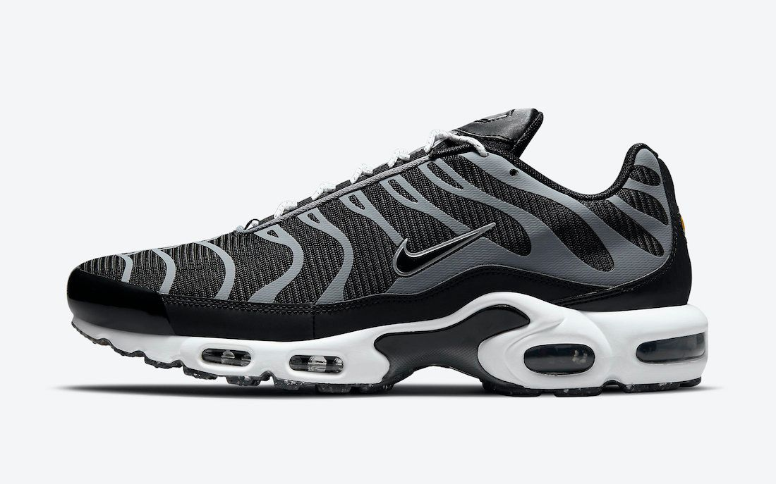 nike air max plus black grey grind sole on white