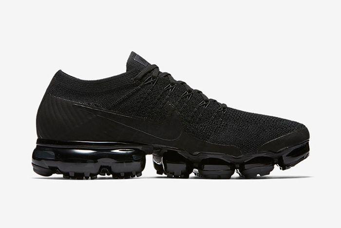 Nike Air Vapormax Triple Noir 1