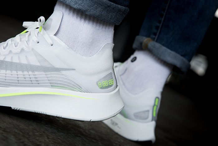 Nike Zoom Fly Volt 2