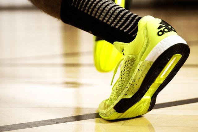 adidas Crazylight BOOST 2015 - Sneaker Freaker