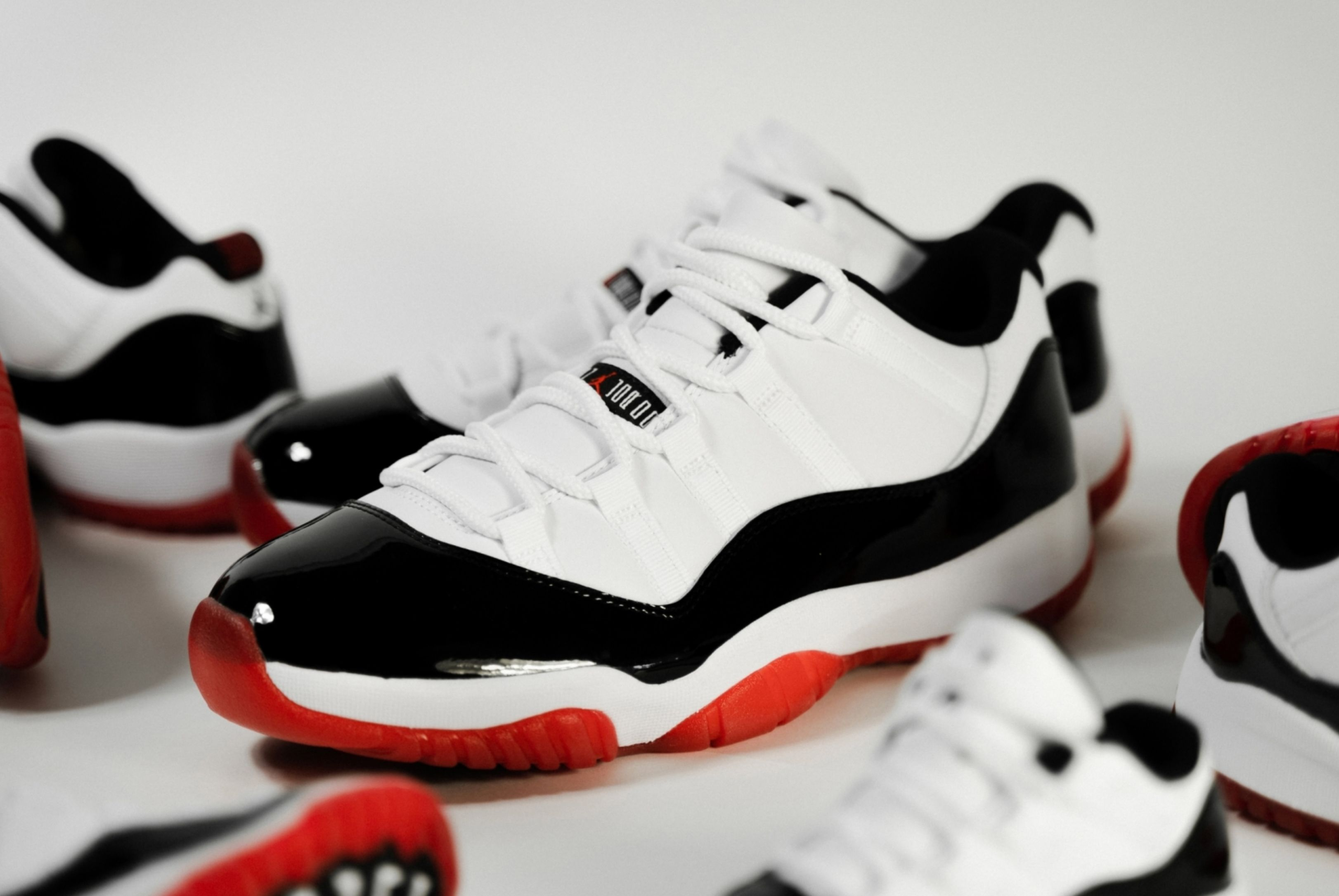 Air Jordan 11 Low 'White Bred'