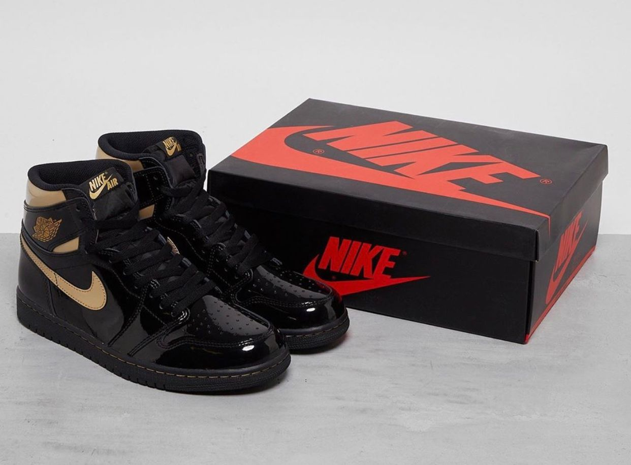 Air Jordan 1 Black Metallic Gold Angled