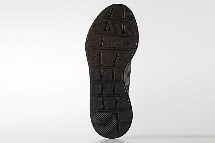 Adidas Swift Run Triple Black 1