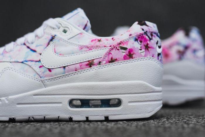 Nike 2016 Blossom Pack 18