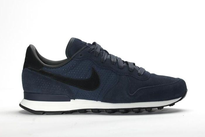 Nike Internationalist Lx Dark Obsidian 1