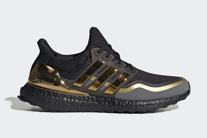 Adidas Ultraboost Black Metallic Gold Lateral