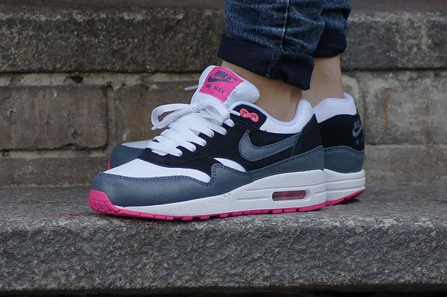 Nike Am1 Wmns Fall Overkill Delivery 3