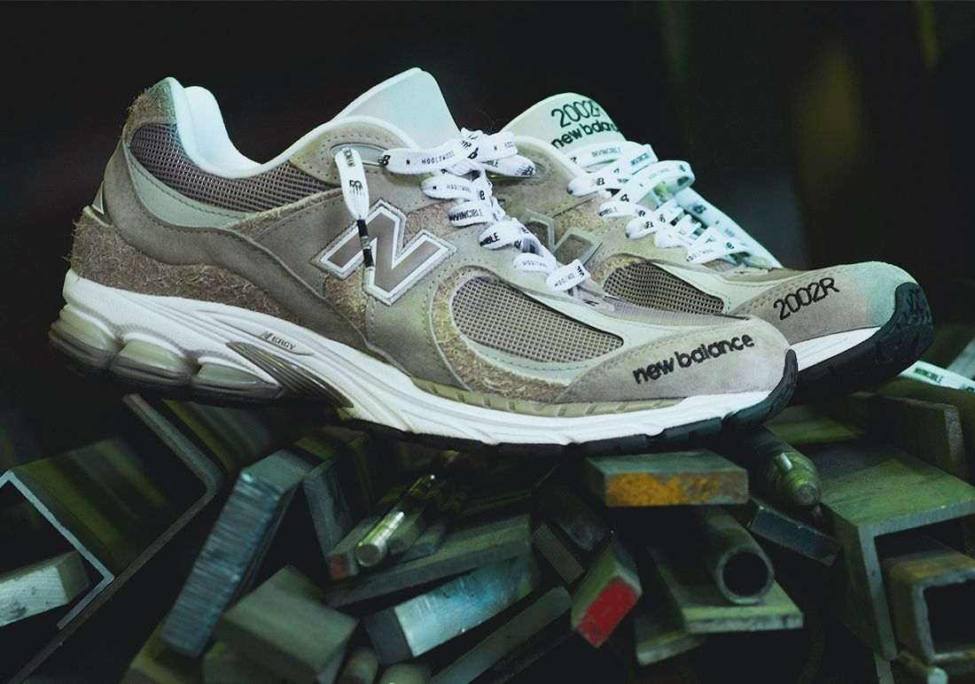 Invincible x N.Hoolywood x New Balance 2002