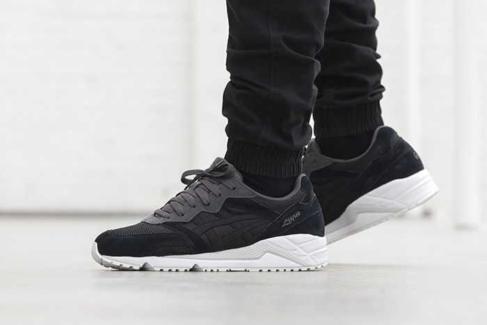 Asics Gel Lique Black On Feet 3