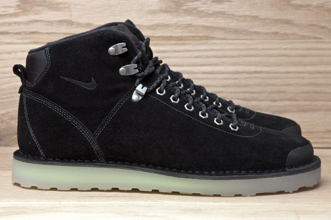 Nike Air2012 Magama Black Suede Side 1