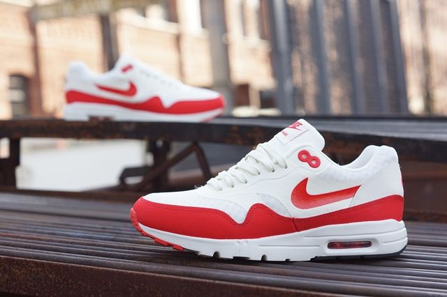 Nike Am1 Ultra Wmns Challenge Red 4