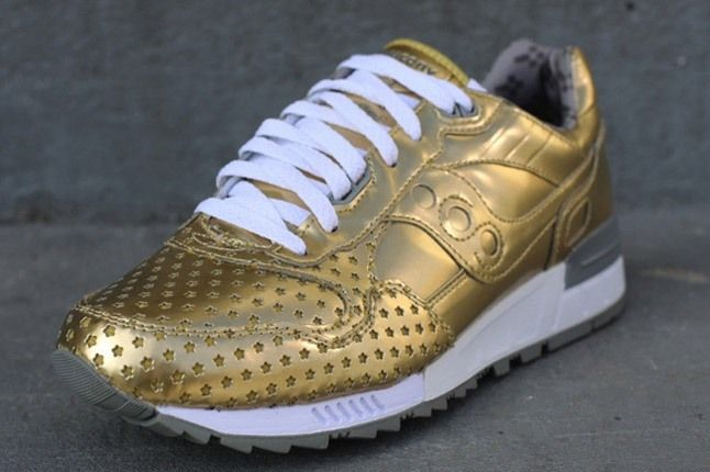 Play Cloths Saucony Gold Angle 1