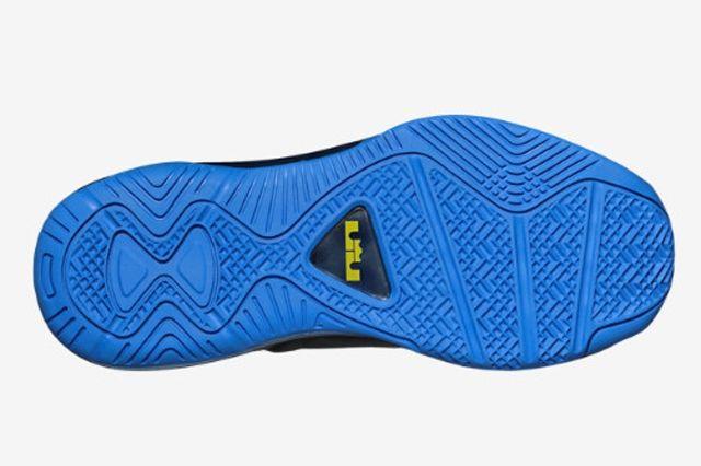Nike Le Bron 11 Low Gs Dark Grey Photo Blue 2