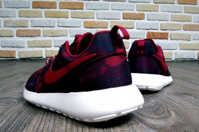 Nike Roshe Run Print Noble Red Heel Profile