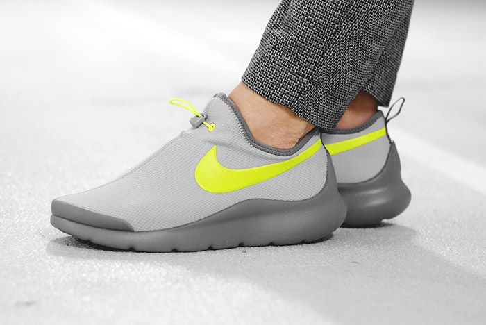 Nike Aptare Essential Wolf Grey Volt 1