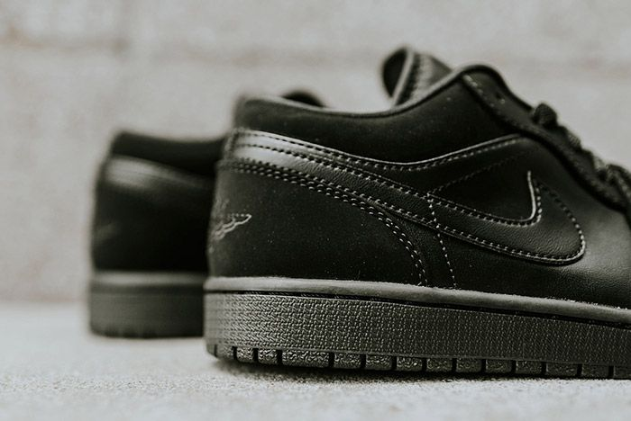 Air Jordan 1 Low Blackout 7