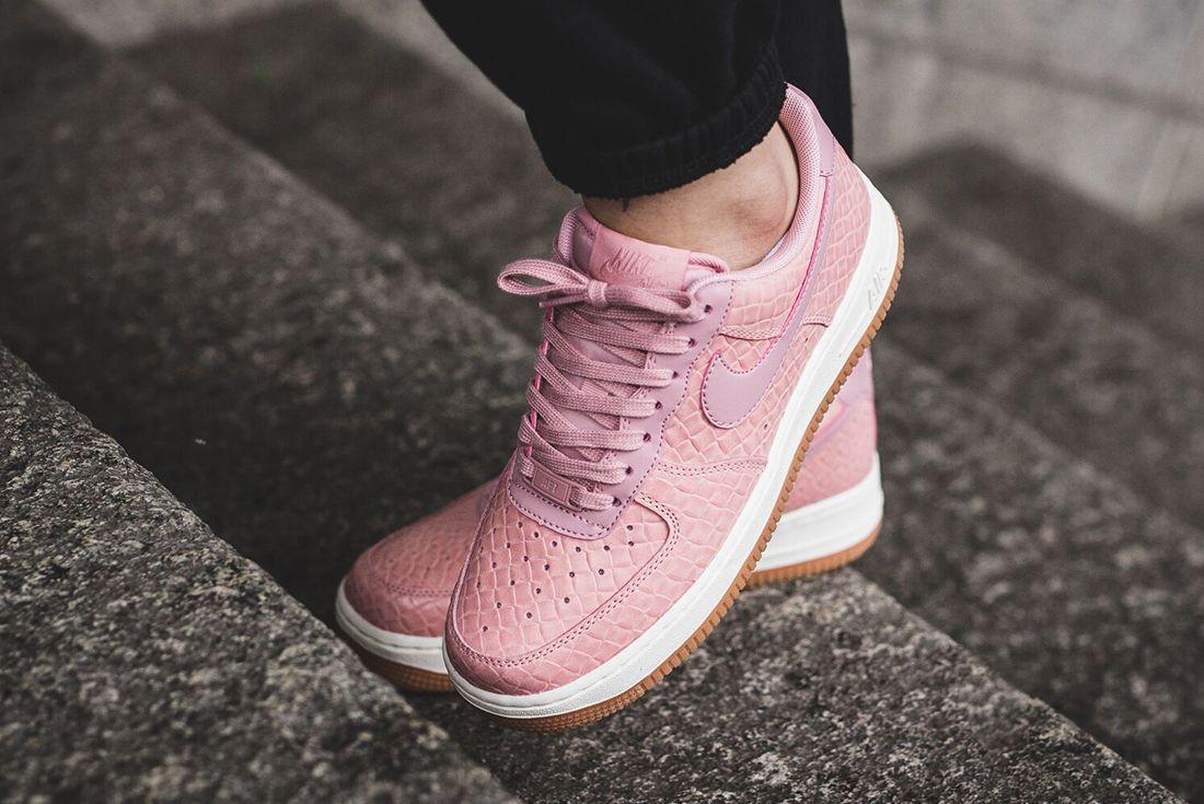 Nike Air Force 1 07 Wmns Pink Glaze11