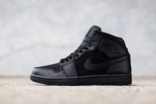 Air Jordan 1 Triple Black 3