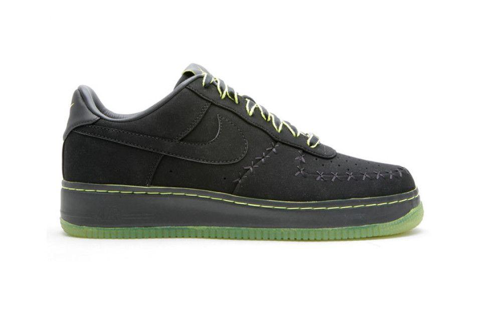 KAWS x Nike Air Force 1 Supreme