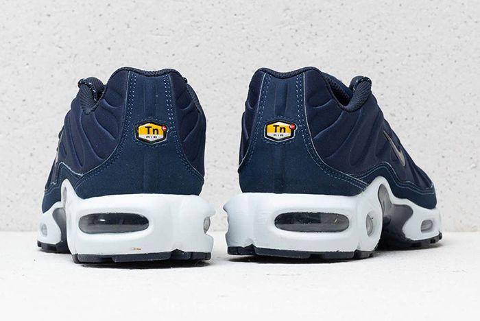 Nike Air Max Plus Se Triple Black Midnight Navy 6